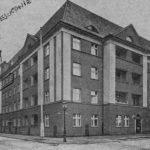 W latach 1929-1939 rodzina Tułasiewiczów mieszkała w budynku przy ul. Śniadeckich 30 w mieszkaniu nr 8 w Poznaniu. Archiwum rodzinne