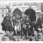 Z uczennicami w Krakowie, 1939 r. Archiwum rodzinne